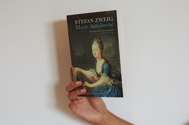Front cover of 'Marie Antoinette' by Stefan Zweig
